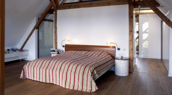 bett unterm dach steiger und lankes. Black Bedroom Furniture Sets. Home Design Ideas